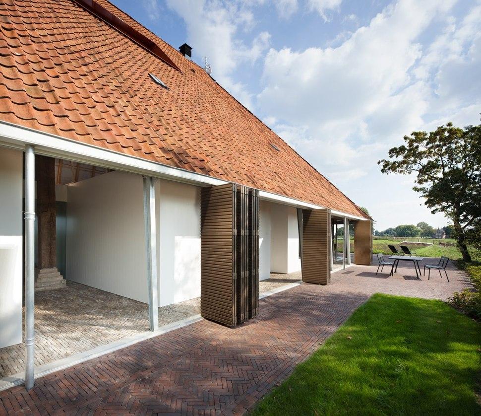 Historic Dutch Barn Hides Modern Home
