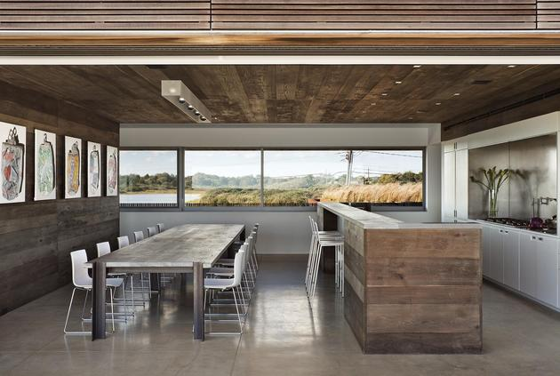 home-sandwiched-between-pond-ocean-maximizes-views-boundaries-11-kitchen.jpg