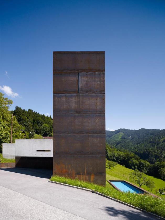 oxidized-steel-bedroom-tower-presides-house-pool-10-tower.jpg