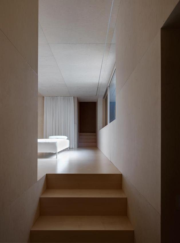oxidized-steel-bedroom-tower-presides-house-pool-12-steps.jpg