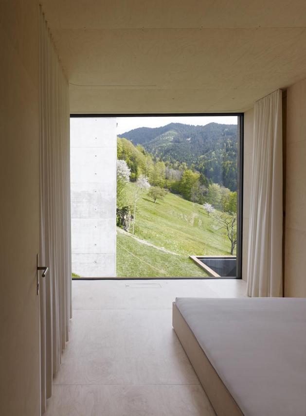 oxidized-steel-bedroom-tower-presides-house-pool-13-bed.jpg