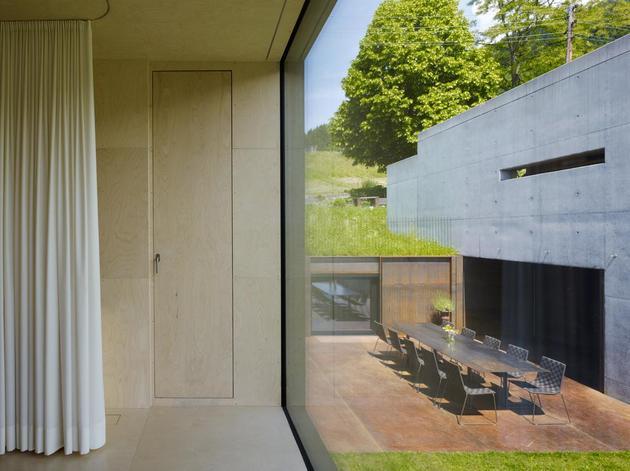 oxidized-steel-bedroom-tower-presides-house-pool-15-bed.jpg