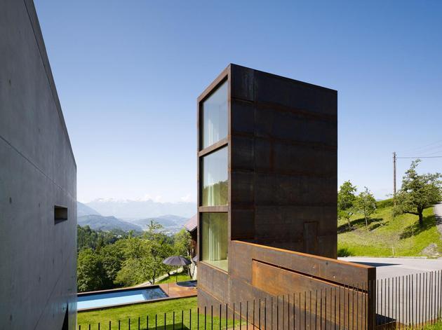 oxidized-steel-bedroom-tower-presides-house-pool-19-site.jpg