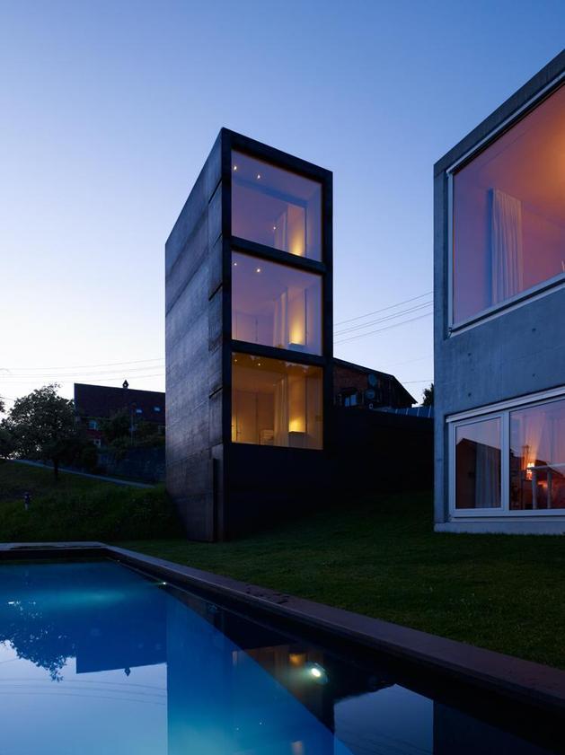 oxidized-steel-bedroom-tower-presides-house-pool-20-tower.jpg