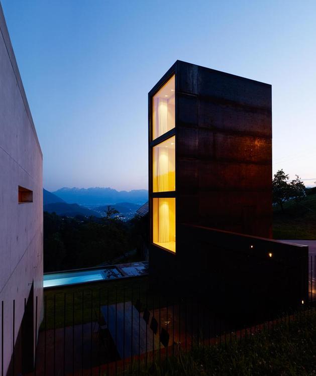 oxidized-steel-bedroom-tower-presides-house-pool-21-tower.jpg