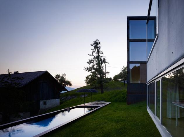 oxidized-steel-bedroom-tower-presides-house-pool-22-pool.jpg