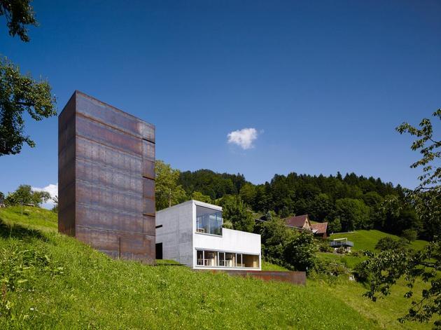 oxidized-steel-bedroom-tower-presides-house-pool-3-tower.jpg