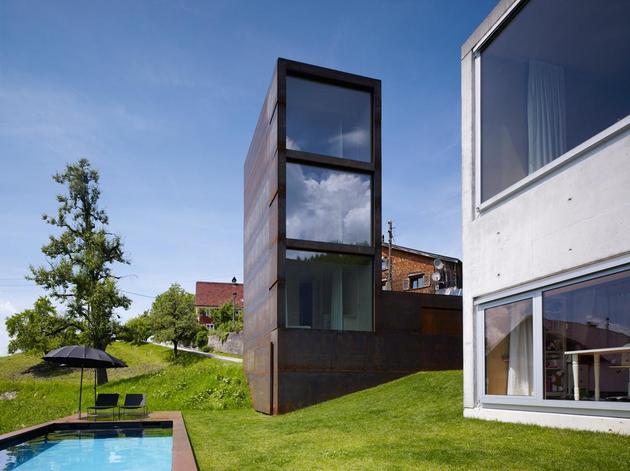 oxidized-steel-bedroom-tower-presides-house-pool-6-site.jpg