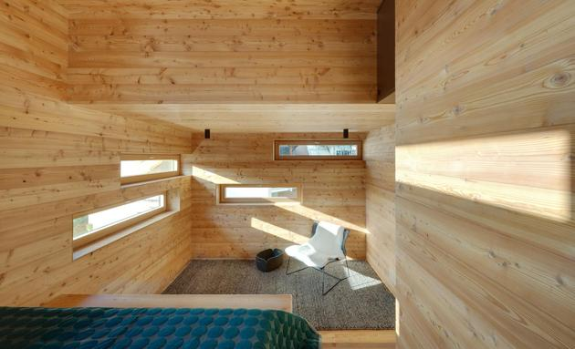 tiny-barn-conversion-zigzags-rooms-vertically-11-bed.jpg