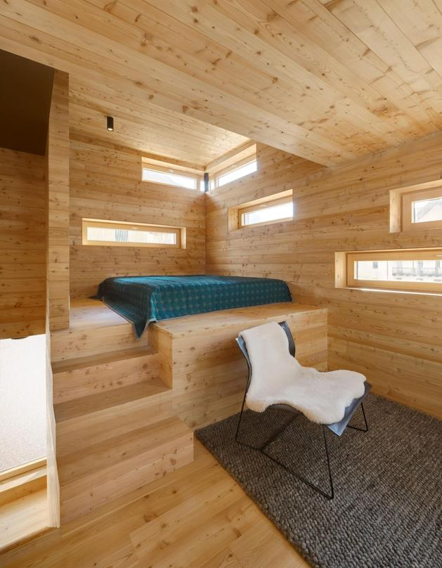 tiny-barn-conversion-zigzags-rooms-vertically-5-living.jpg