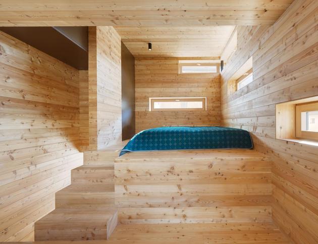 tiny-barn-conversion-zigzags-rooms-vertically-6-bedroom.jpg