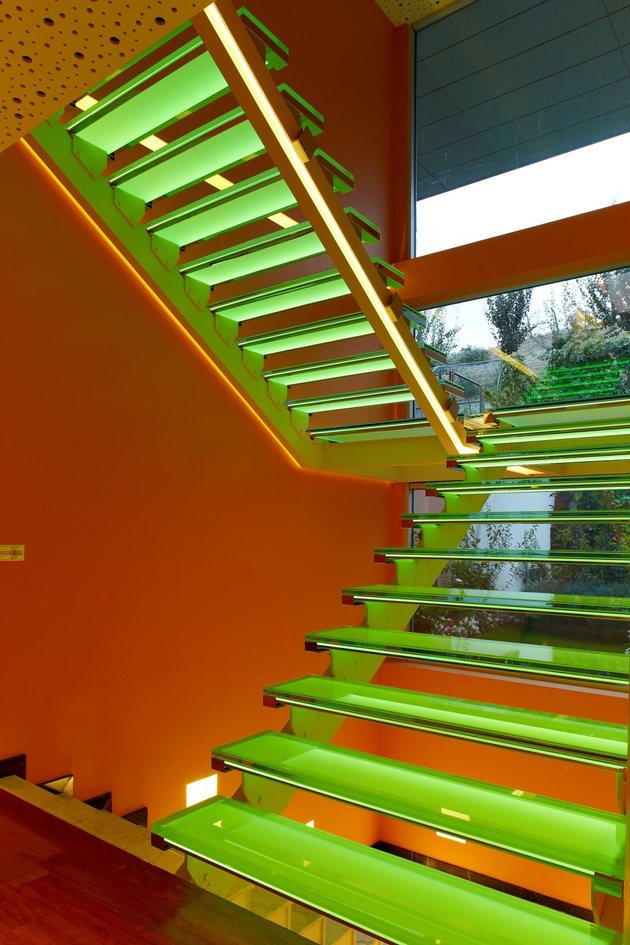 ultramodern-house-with-vibrant-lighting-design-focus-12-stairs-green.jpg