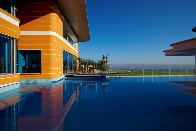 ultramodern house with vibrant lighting design focus 2 pool thumb 630xauto 45218 Ultramodern Orange House Takes Home Lighting to Extreme