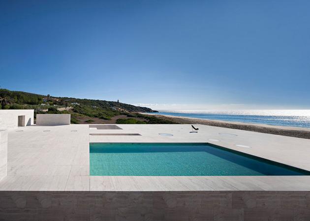 waterfront-home-emerges-platform-view-ships-10-pool.jpg