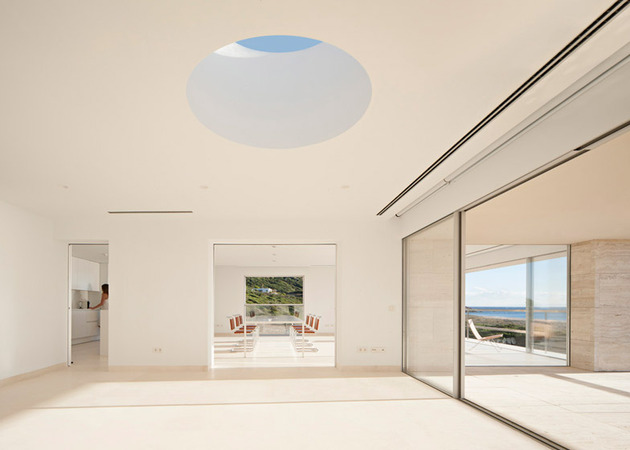 waterfront-home-emerges-platform-view-ships-7-skylight.jpg