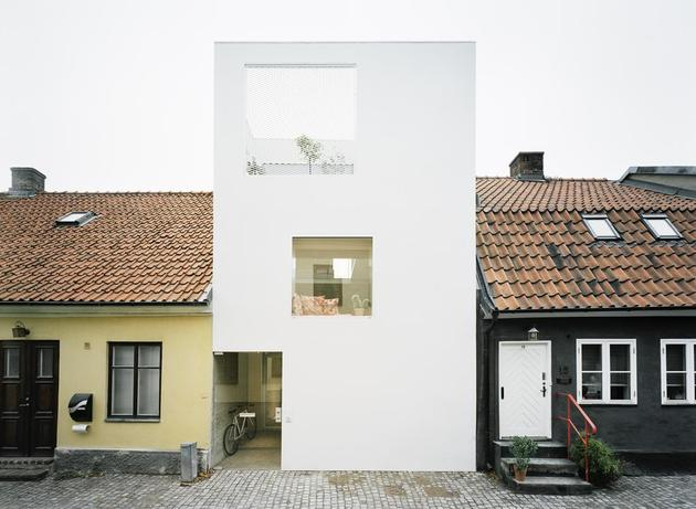 white townhouse with open interiors detached office 1 front straight thumb 630xauto 45162 Architect Elding Oscarson Adds a Vibrant White Townhouse to a Sleepy Swedish Street