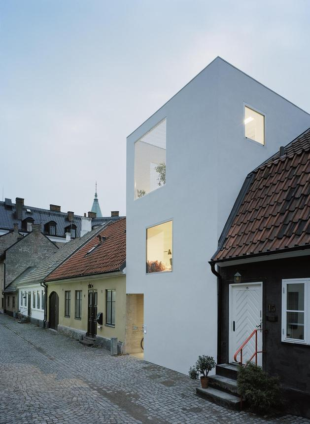 white-townhouse-with-open-interiors-detached-office-4-corner-right.jpg