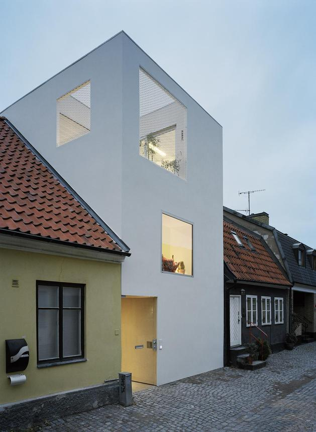 white-townhouse-with-open-interiors-detached-office-5-corner-left.jpg