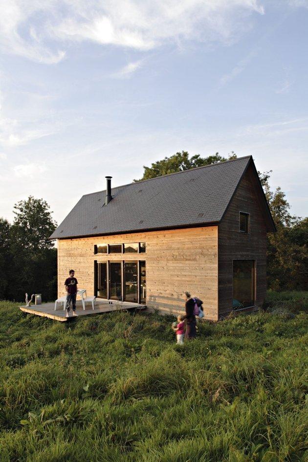 barn-style-weekend-cabin-embraces-simple-life-2b-site.jpg