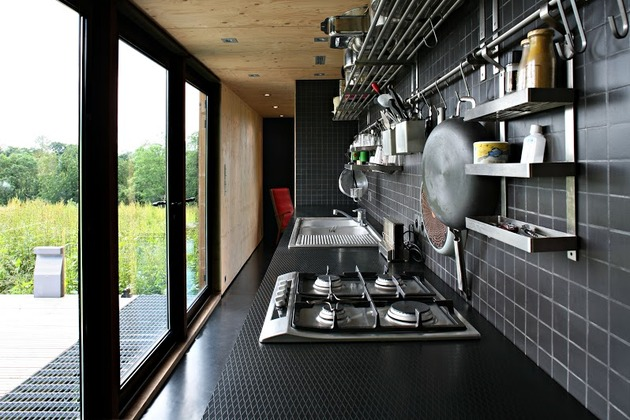 barn-style-weekend-cabin-embraces-simple-life-7-kitchen.jpg