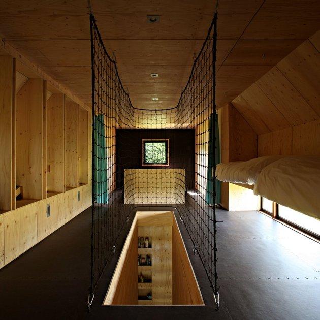 barn-style-weekend-cabin-embraces-simple-life-8b-interior.jpg