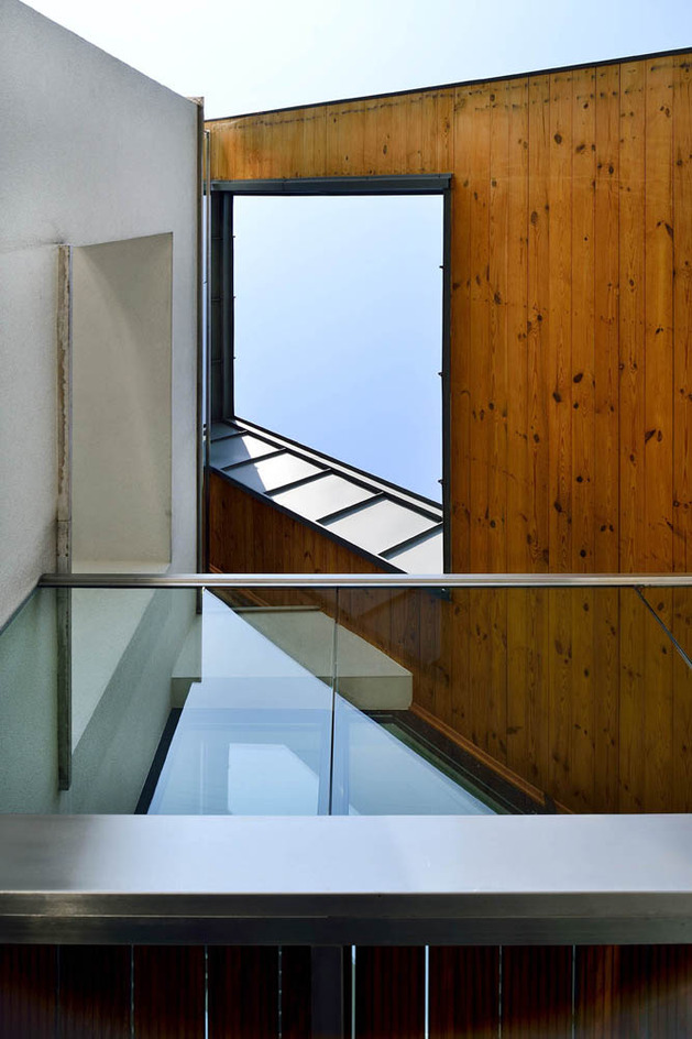glass-elevator-multiple-levels-slope-house-30-roof.jpg