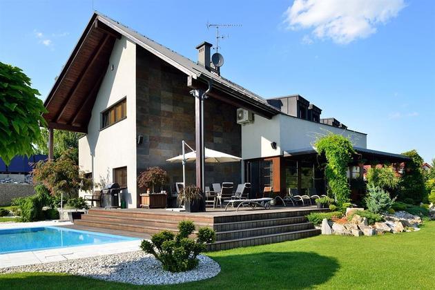 modern-retake-gabled-roofline-20deg-angle-13-back.jpg