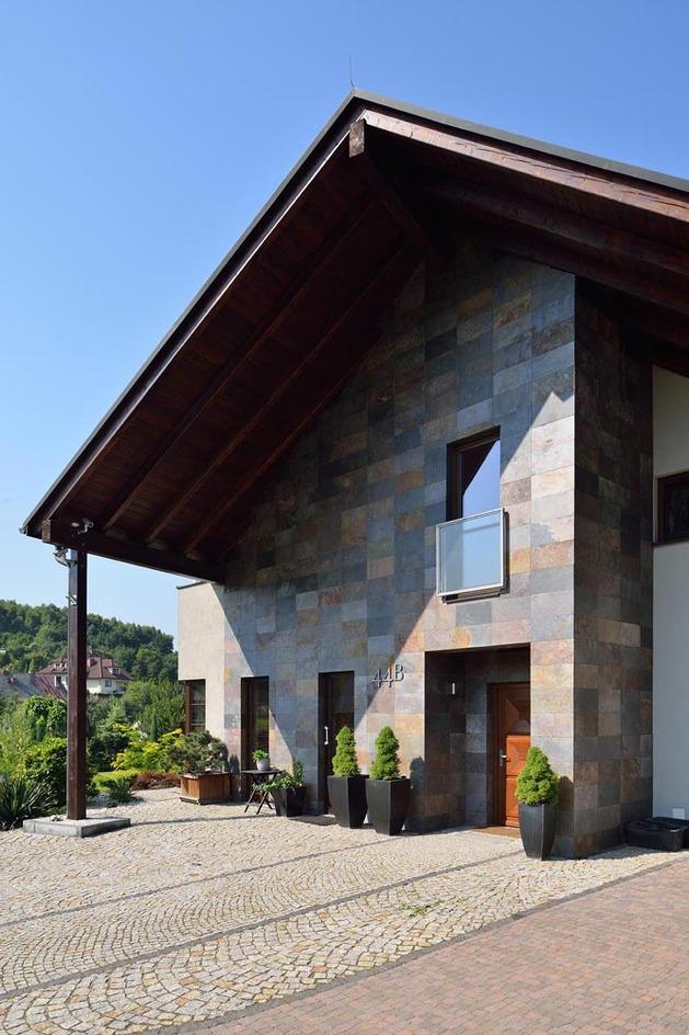 modern-retake-gabled-roofline-20deg-angle-4-entry.jpg