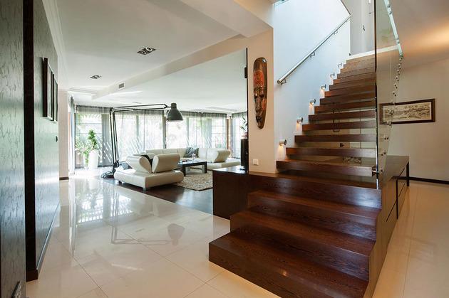 modern-retake-gabled-roofline-20deg-angle-6-hall.jpg