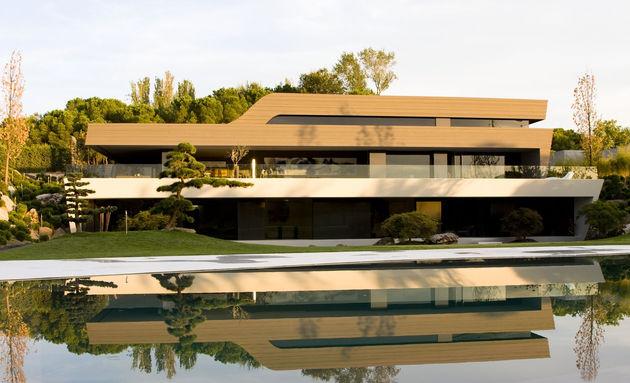 sculptural-spacious-home-2-pools-lake-12-back.jpg