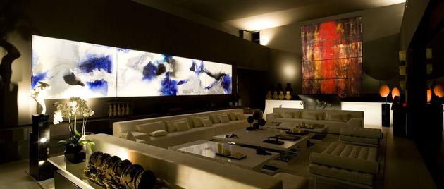 sculptural-spacious-home-2-pools-lake-17-living.jpg