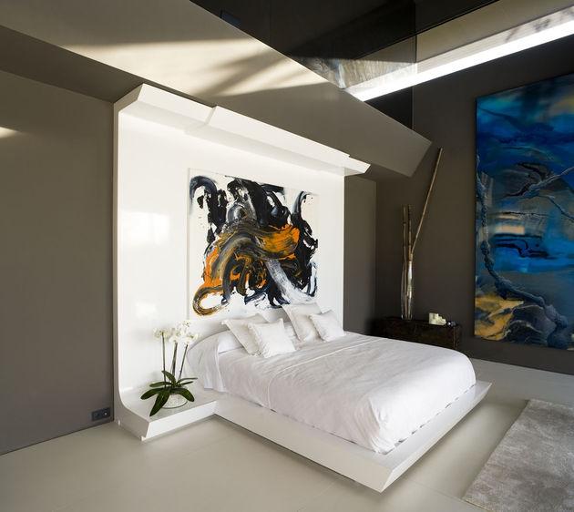sculptural-spacious-home-2-pools-lake-22-bed.jpg