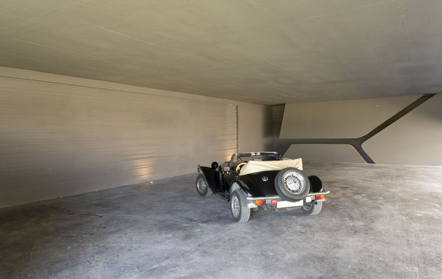 sculptural-spacious-home-2-pools-lake-29-garage.jpg
