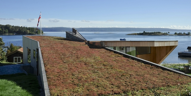 green-roof-oceanfront-split-level-home-slope-17-roof.jpg