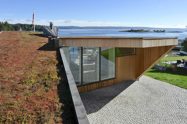 green-roof-oceanfront-split-level-home-slope-18-roof.jpg