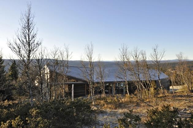 holiday-cabin-mountains-designed-landscape-contours-3-back.jpg