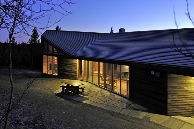 holiday-cabin-mountains-designed-landscape-contours-8-back.jpg
