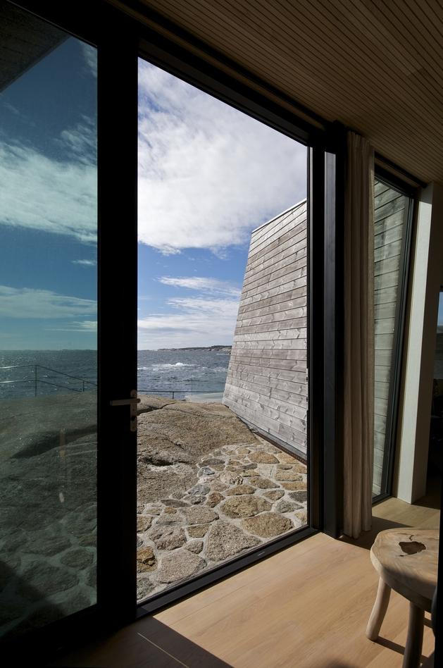 oceanfront-home-landscape-boulders-12-patio.jpg