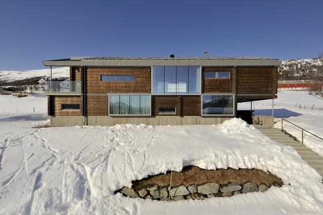 timber-log-house-contemporary--assemblage-jva-5-glazing.jpg