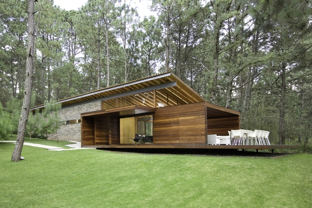 contemporary-weekend-home-mountains-eliasrizo-architects-7.jpg