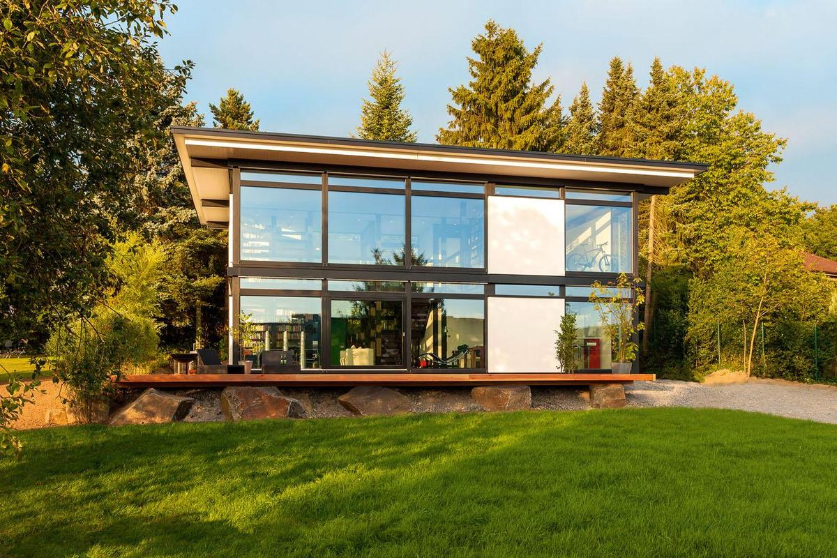 Huf haus modum new prefab house concept for intelligent for Klassisch modernes haus
