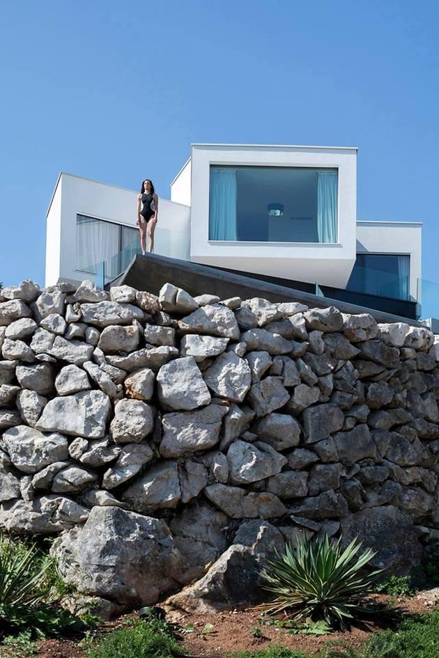 spectacular-summer-house-hilltop-10.jpg
