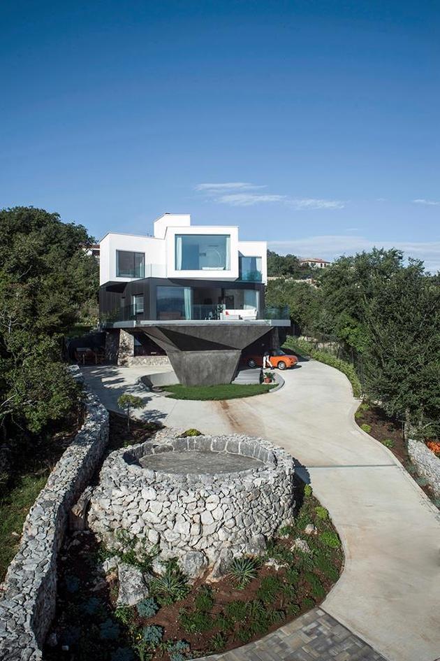 spectacular-summer-house-hilltop-3.jpg