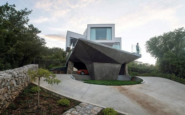spectacular-summer-house-hilltop-4.jpg