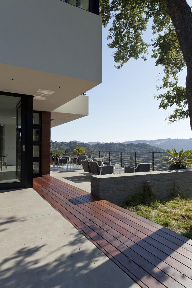 extreme-makeover-modernizes-house-ridge-12.jpg