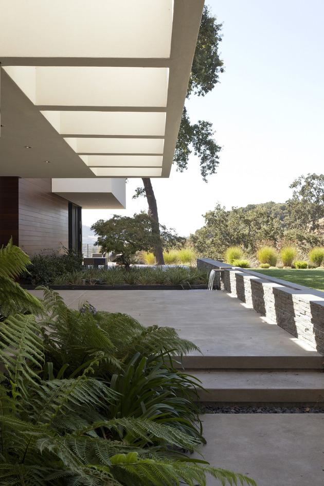 extreme-makeover-modernizes-house-ridge-3.jpg