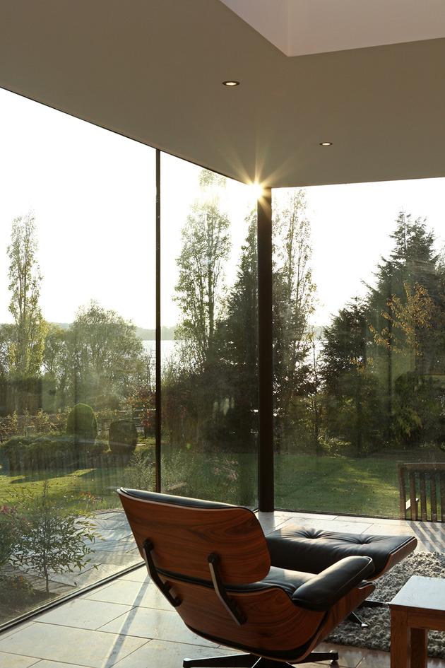 modern-glass-addition-traditional-home-9.JPG