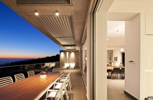 slope-home-steps-down-street-level-rooftop-garage-11.jpg