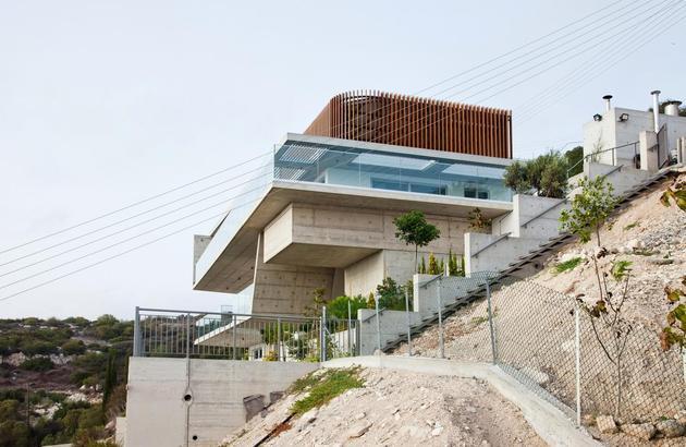 slope-home-steps-down-street-level-rooftop-garage-5.jpg