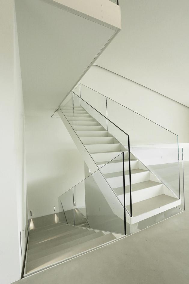 2-story-home-accesses-hillside-both-levels-11.JPG